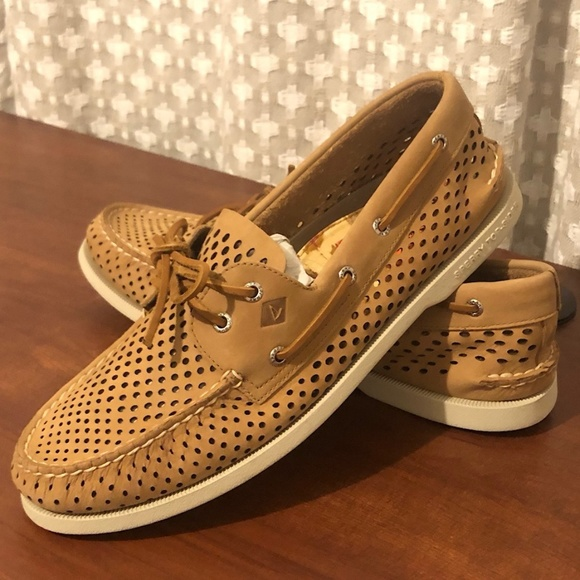 Sperry Top-Sider A//O 2-Eye Men/'s Beige Perforated Boat Shoe